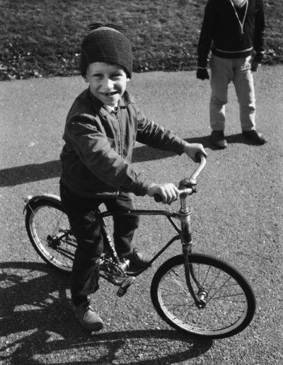 Poika ja pyörä