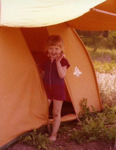Tyttö ja teltta