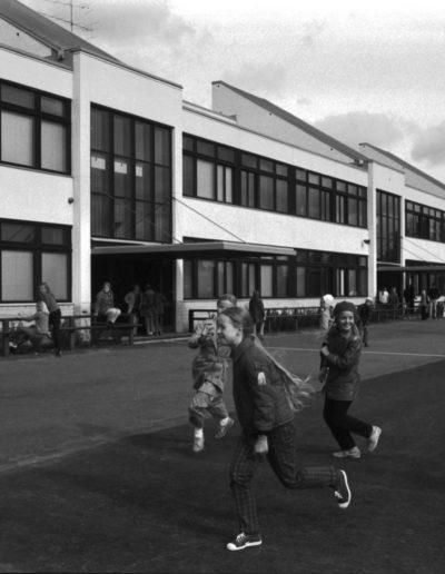 Koulun pihalla