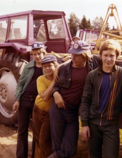 Pojat ja traktori